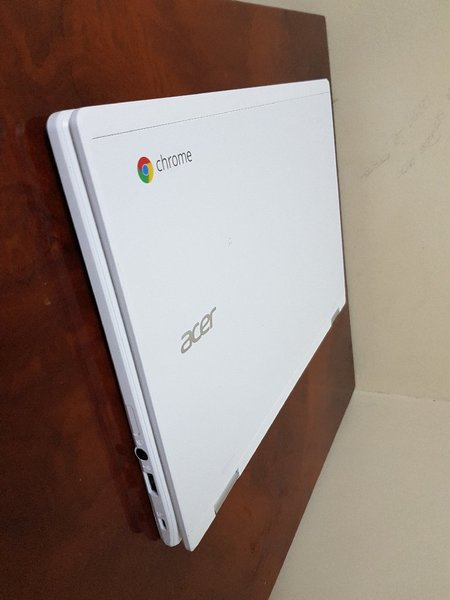 Used Samsung Chromebook 3 White (Rare Color) in Dubai, UAE