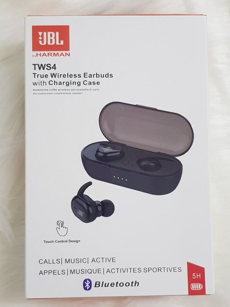 Used JBL Earbuds TWS 4 black ♡ in Dubai, UAE