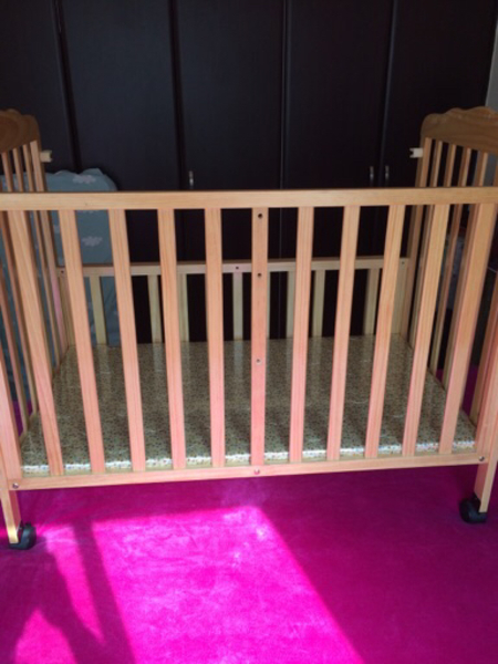 Used Baby crib with bed sheets in Dubai, UAE