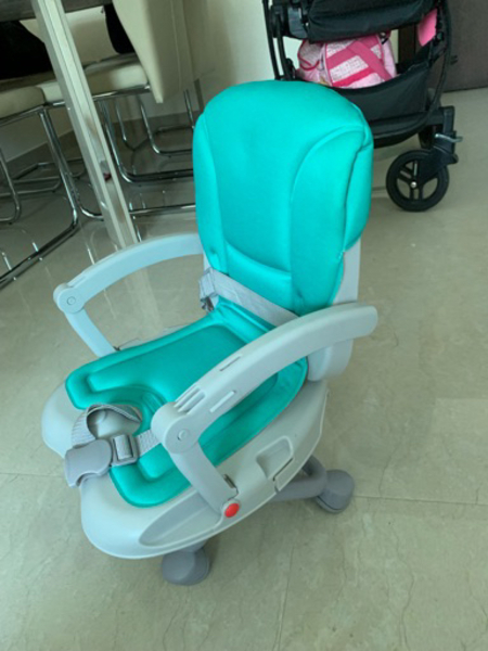 Used Folding booster chair with tray in Dubai, UAE