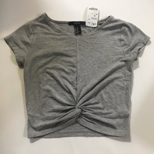 Used T-shirt forever 21 -size xs in Dubai, UAE