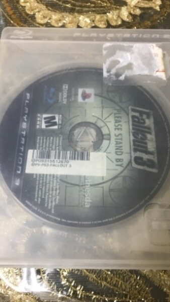 Used Fallout 3 and mgs ground zerofor PS3 in Dubai, UAE