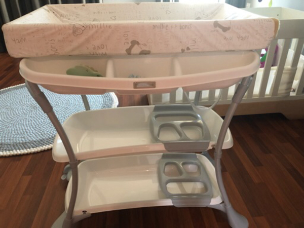 Used Baby bath and charging table  in Dubai, UAE