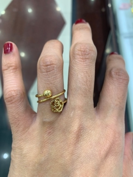 Used 18k solid gold ring in Dubai, UAE