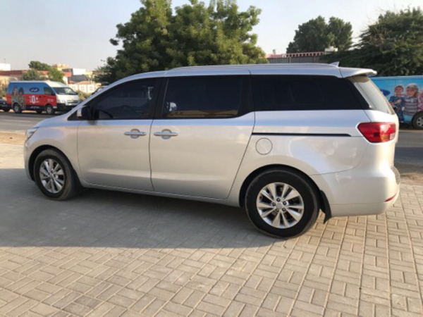 Used Kia carnival 2016 in Dubai, UAE
