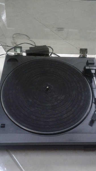 Used Sansui  vintage  turntable pE 370 in Dubai, UAE