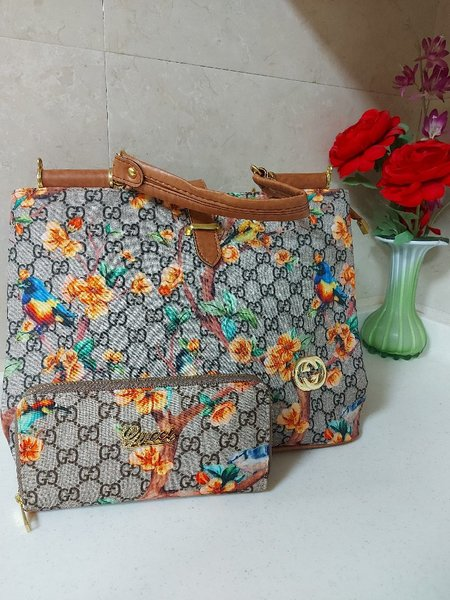 Used Gucci totebag with wallet in Dubai, UAE