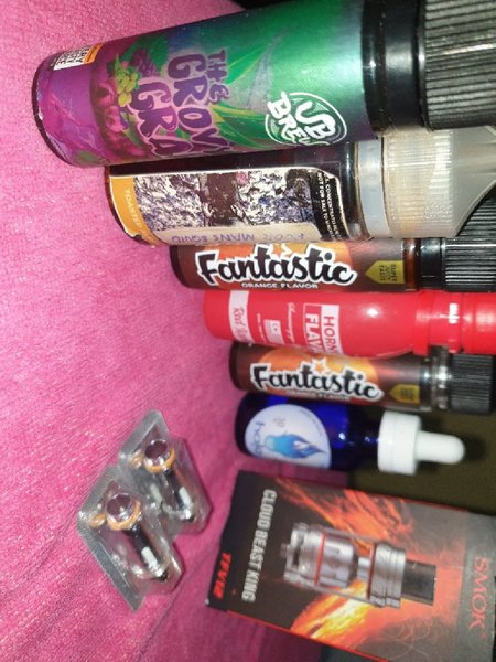 Used 2 vapes + 7 flavours and 1 tank in Dubai, UAE