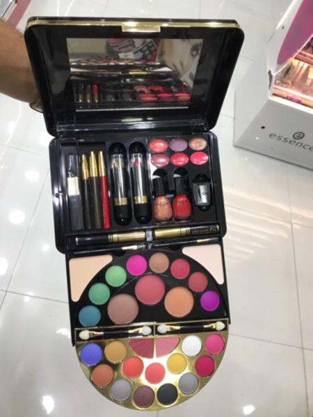 Used Make up set brand new  in Dubai, UAE