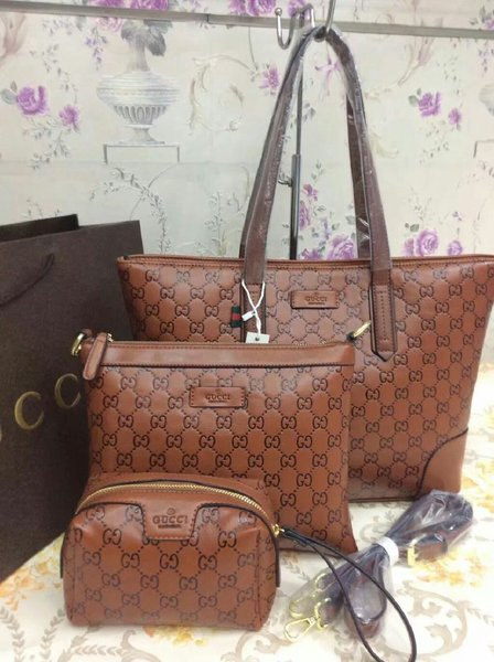 Used 👏👉Gucci Handbag 3pieces Bundle👈 in Dubai, UAE