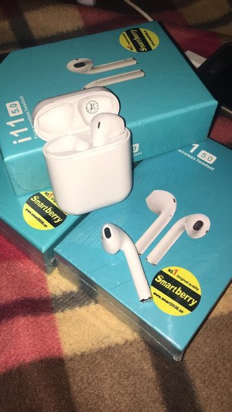 Used Airpods i11 in Dubai, UAE
