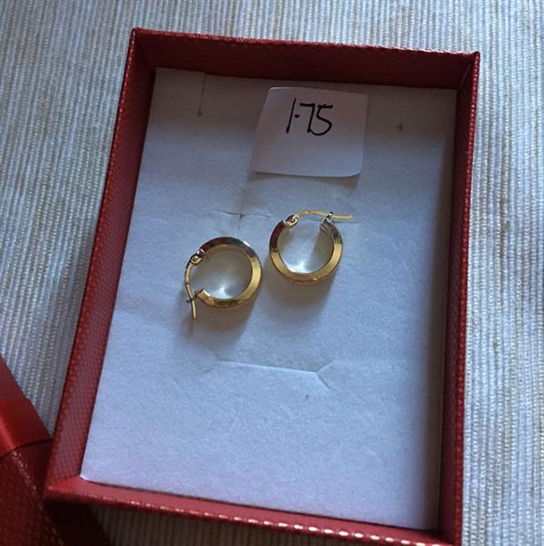Used 18k gold round earrings in Dubai, UAE