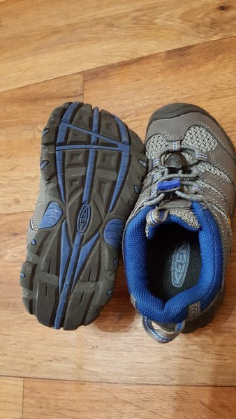 Used KEEN shoes size 29 with kids cd in Dubai, UAE