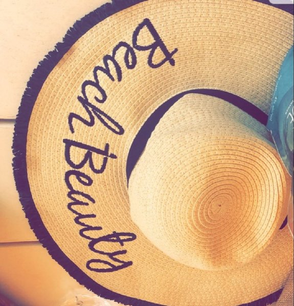 Used Brandnew Beauty beach hat in Dubai, UAE