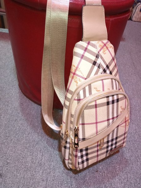 Used Burberry Bag 💯Replica in Dubai, UAE