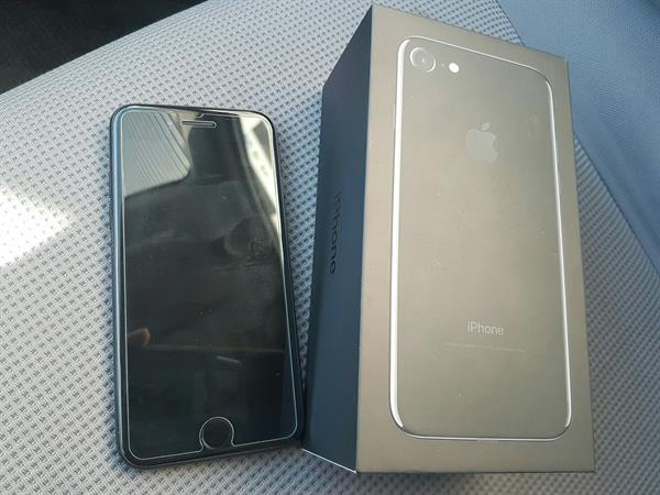 I Phone7 Jet Black 128gb Conditions Is Very Good 9month Warranty One Hand Use
