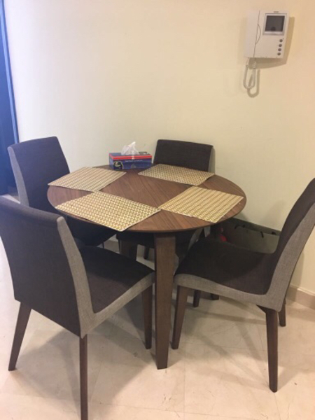 Used Round table like new in Dubai, UAE
