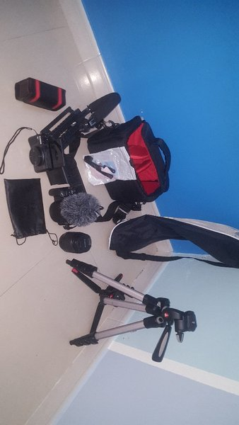 Used Canon camera 200D and can hs 730 in Dubai, UAE