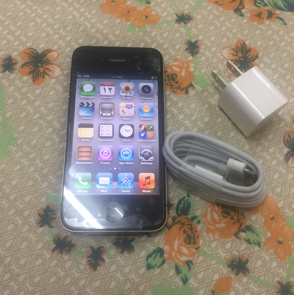 Used Three Iphone4 Used But Neat Good Working in Dubai, UAE