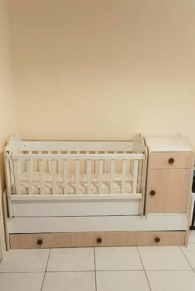 Used Baby cot with drawers in Dubai, UAE
