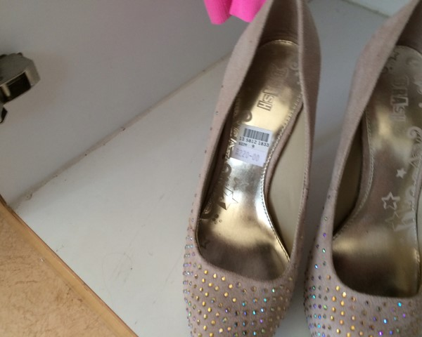 Used Heels Size 9 Almost New in Dubai, UAE