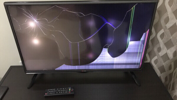 Used LG LED 32 Inch ( Screen Broken ) in Dubai, UAE