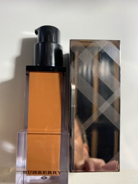 Used Original burberry foundation in Dubai, UAE