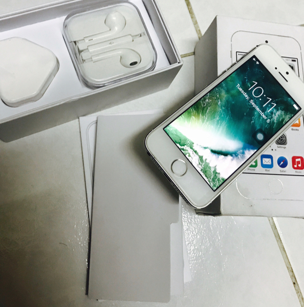 Used IPhone 5s 32 GB Like New No Single Scathes Both Side  in Dubai, UAE