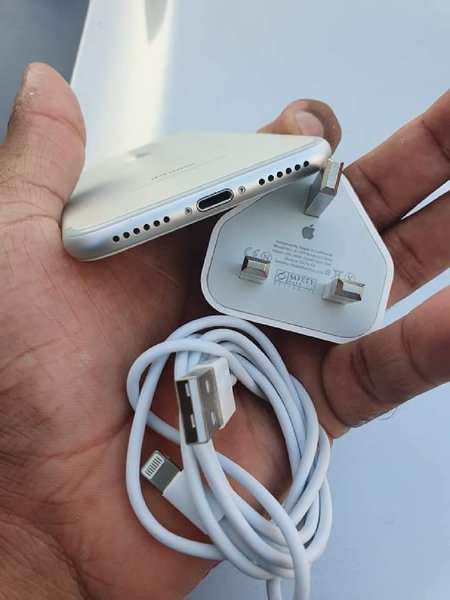 Used iPhone 7 32Gb With Changer in Dubai, UAE