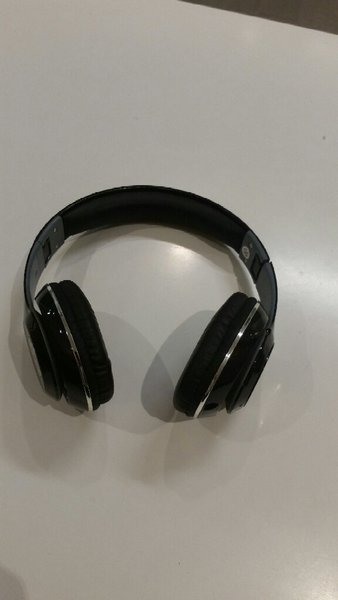 Used Blutooth Headphone with SD Card Support in Dubai, UAE