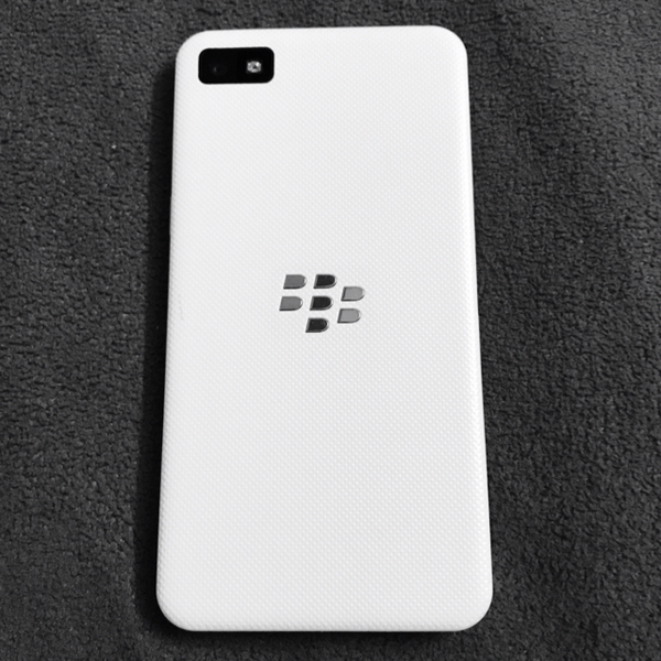 Used BLACKBERRY Z10 White. 16GB+8FREE  in Dubai, UAE