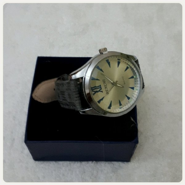 Used Watch benchi new in Dubai, UAE