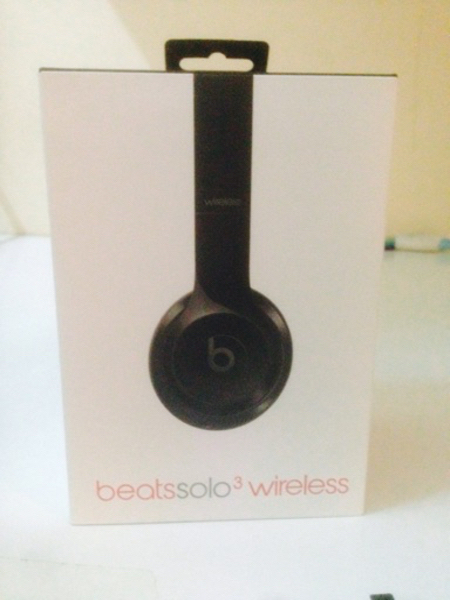 Used Beats solo 3 wireless and wired  in Dubai, UAE