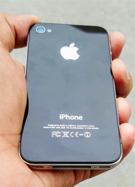 Used Apple iphone 4s 32gb facetime good condition with charger in Dubai, UAE