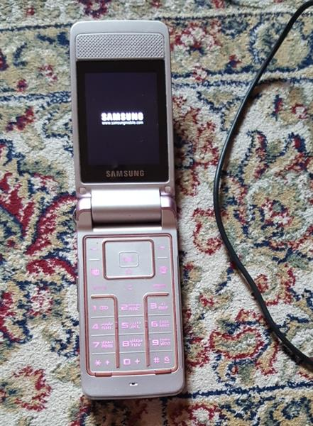 Used Samsung Mobile With Charger.  in Dubai, UAE