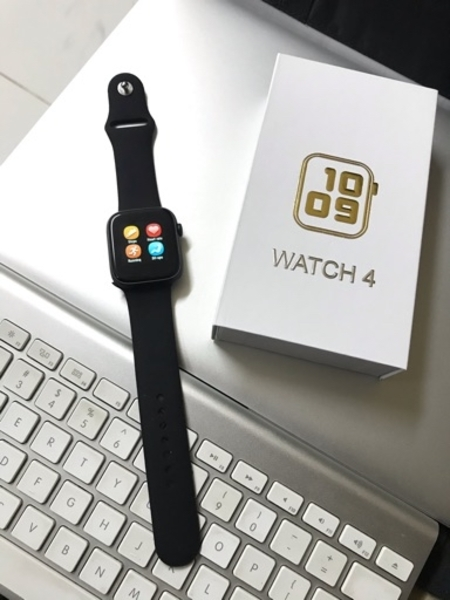 Used Smart watch with health monitor in Dubai, UAE