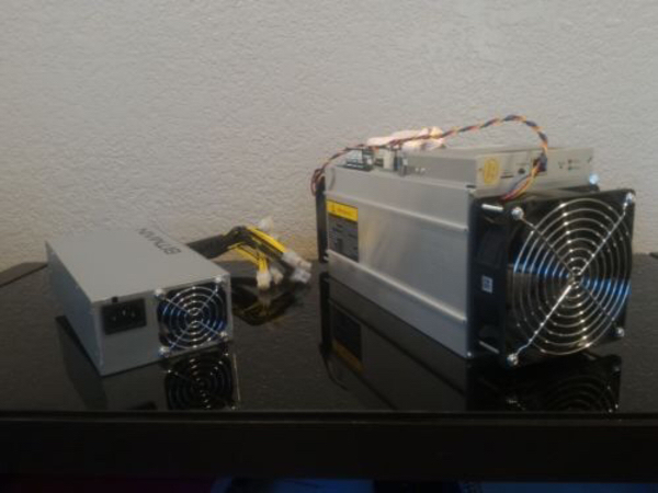 Used Bitmain S9 Antminer 14TH/s W/ PSU in Dubai, UAE
