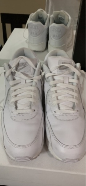 Used Nike Airmax white leather @ 44-10.5 in Dubai, UAE