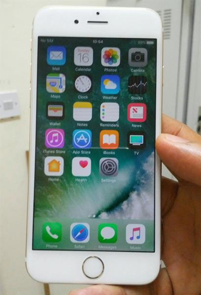 Used IPhone 6 Golden 16 Gb Look Like New No Accessories  in Dubai, UAE