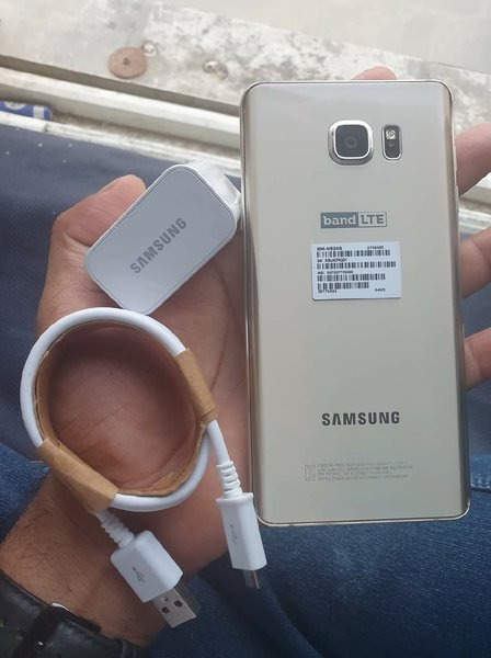 Used Samsung  Note 5 64GB  Gold Color in Dubai, UAE