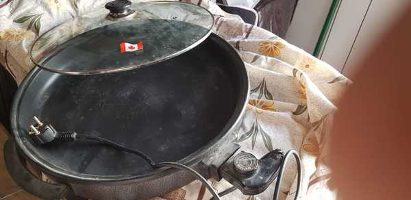 Used Pizza maker gift from canada in Dubai, UAE