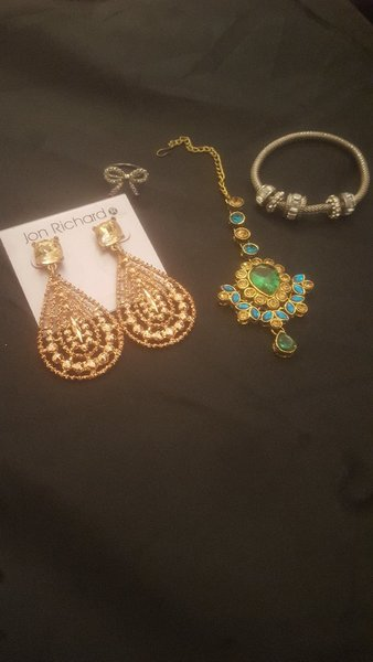 Used Bundle of artificial jewellery. in Dubai, UAE