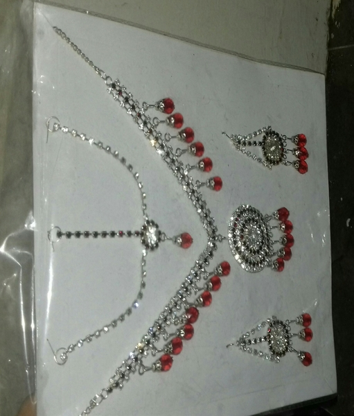 Used New Necklace With 4 Pieces (1 necklace + in Dubai, UAE