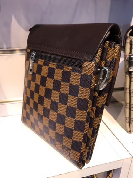 Used Lv Hand bag small in Dubai, UAE
