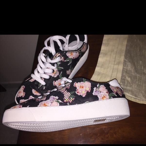 Used Aldo Floral Shoes. Never Used. Still in Packaging. Very Beautiful Floral Design.  in Dubai, UAE