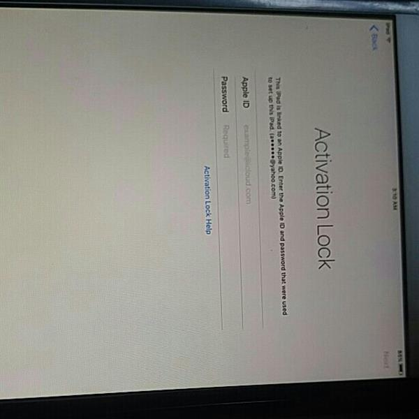 Used Ipad air 2 locked icloud so who ever buys will need to go unlock  in Dubai, UAE