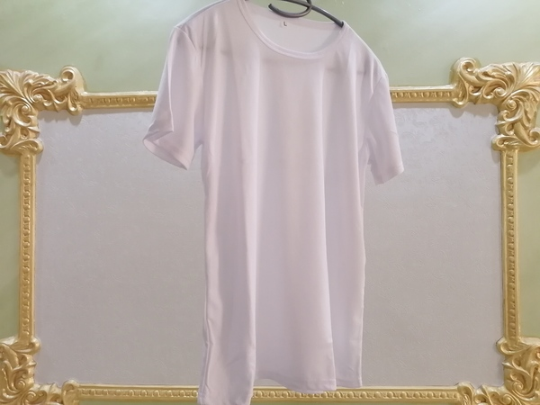 Used WHITE SUPER SOFT  T-shirt!!! in Dubai, UAE