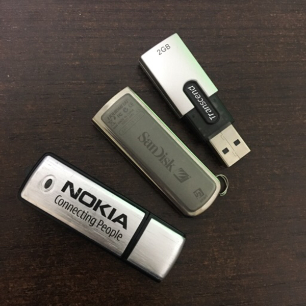 Used 3 x USB drives 4GB / 2GB / 125 MB in Dubai, UAE