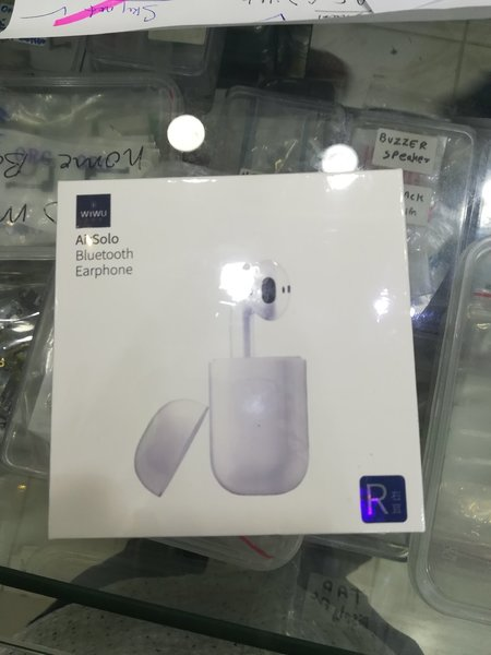 Used solo earpods in Dubai, UAE