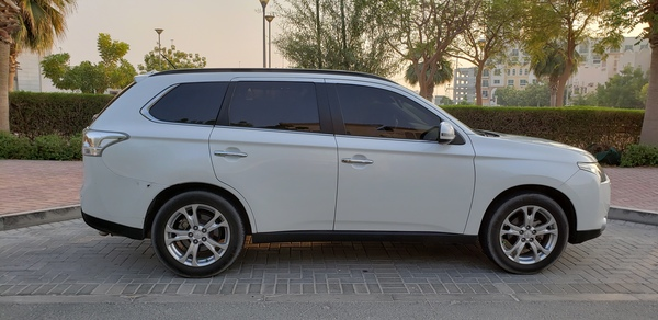 Used Mitsubishi Outlander 3.0AT 7-seater full in Dubai, UAE